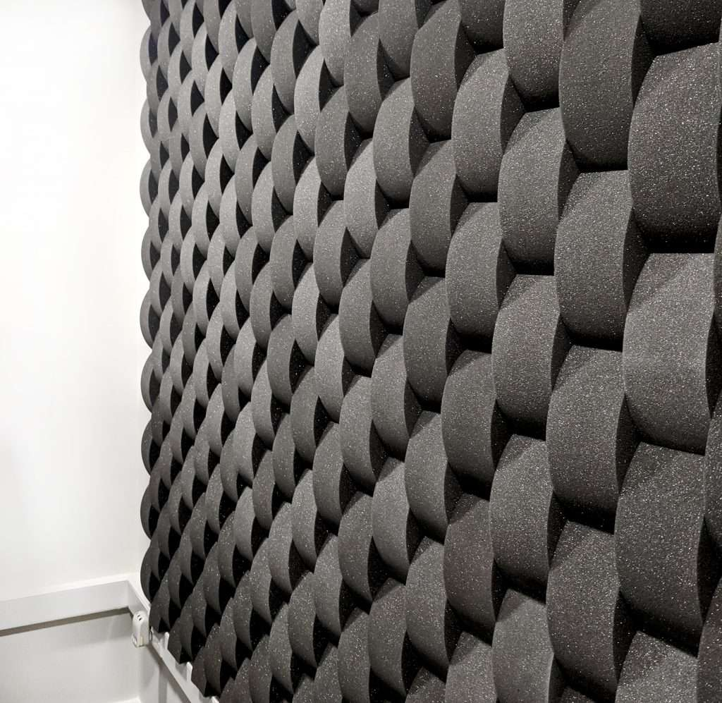 Sound Zero Curve foam profile covering a single office wall