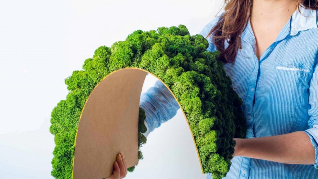 Moss-wall-texture-durability
