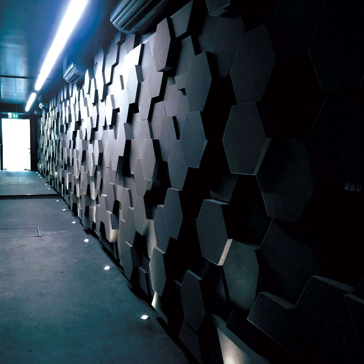 Class O hexagon wall