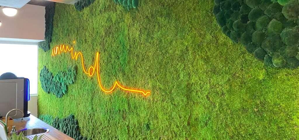 Moss Wall neon Unwind